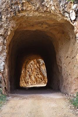 Camión enganchado túnel Beceite Beseit
