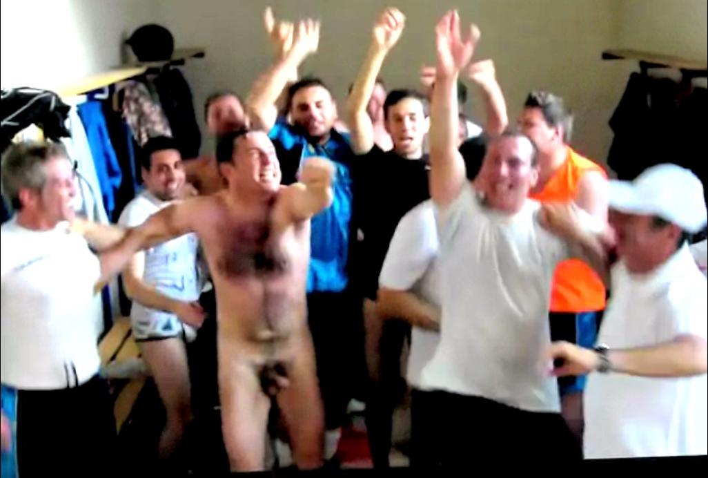 nude straight dudes locker room