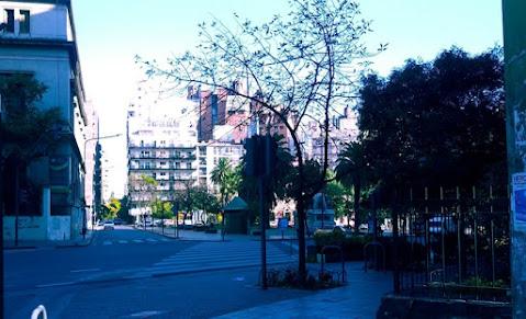 Vista de la Plaza Velez Sarsfield en Cuarentena