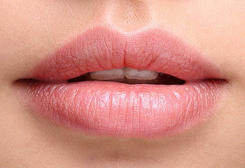 HOW TO TAKE CARE OF YOUR LIPS NATURALLY:  HOME REMEDIES FOR SOFT PINK LIPS