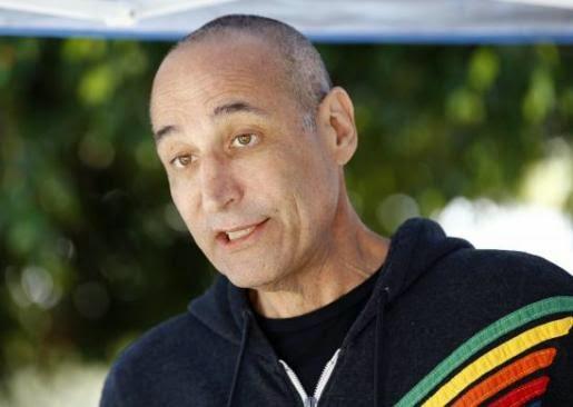 Ο μεγιστάνας του Χόλλυγουντ Sam Simon αγόρασε εκτροφείο γουνοφόρων ζώων