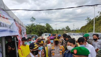 Tetap Semangat, Pesan Kapolda Riau Saat Tinjau Posko Terpadu Chek Point Perbatasan Riau - Sumbar