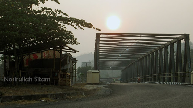 Sunrise di atas jembatan Siluk Bantul