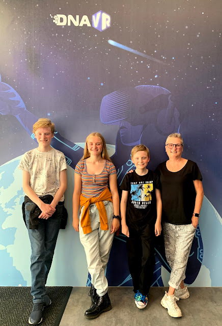 madmumof7 and family at DNA VR against space background