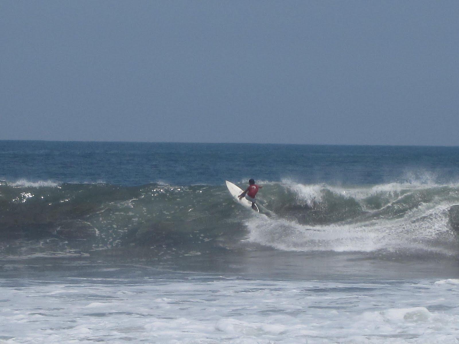 Girl Surfs World: A Regular's Heaven: El Salvador