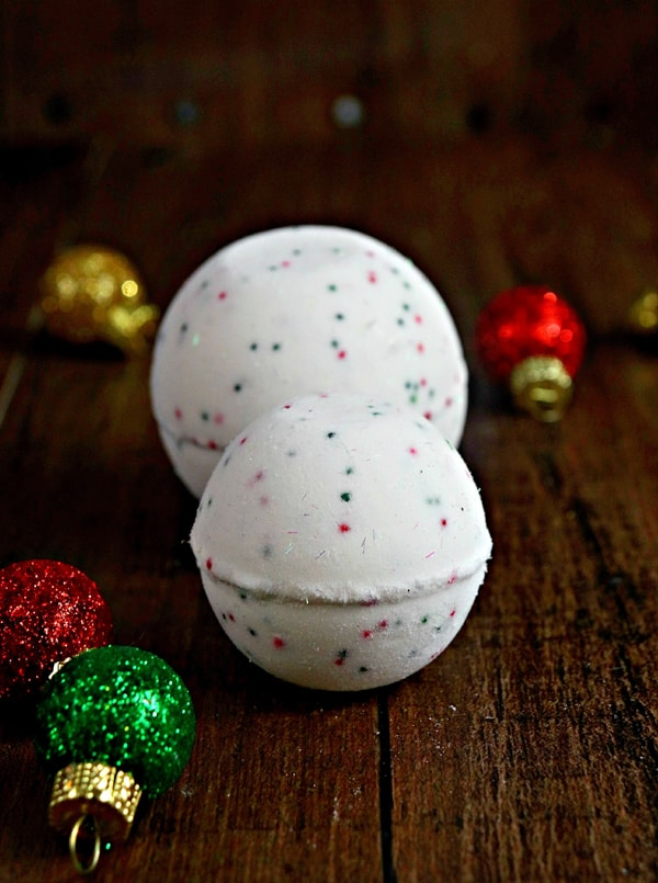 DIY Bath Bombs - with the yummy vanilla scent and sprinkles, these remind me of cakes mix!