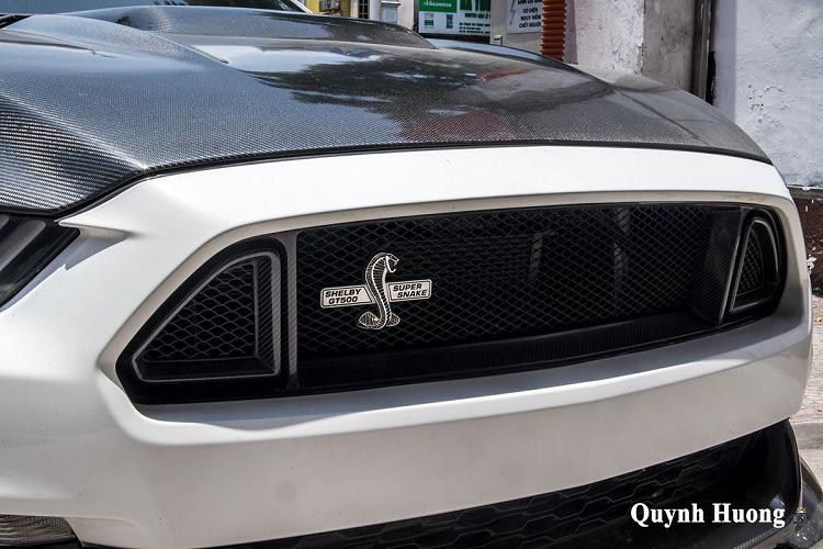 Ford Mustang mui trần, tiền tỷ độ cửa 'cắt kéo' tại Hà thành