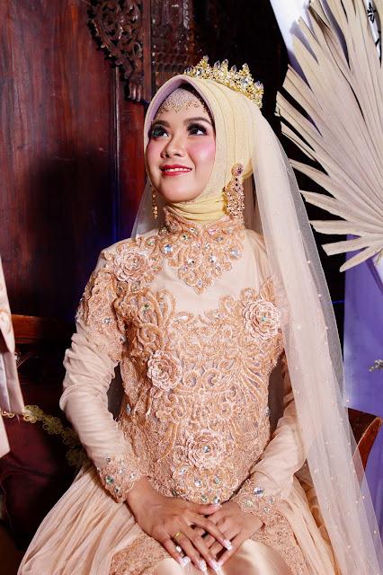 Rias pengantin muslimah hijab jilbab modern dengan kebaya nasional