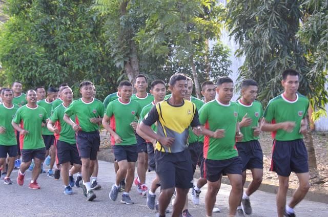 Usai Apel Pagi, Personel Korem dan Balakrem 141/Tp Lari Kelilingi Stadion Lapatau