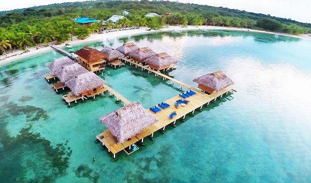el archipiélago de Bocas del Toro es uno de los centros turísticos panameños más populares con una infraestructura moderna y un servicio desarrollado. La isla más grande del grupo es Kolon, la capital del mismo archipiélago también se encuentra aquí. Esta pequeña ciudad que se puede caminar a pie en unas horas es un verdadero paraíso para los fanáticos del ecoturismo.