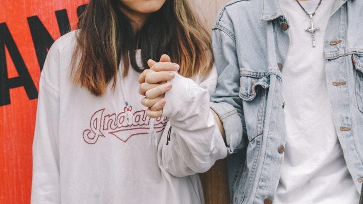 Kenapa Harus Jatuh Cinta Dengan Sahabat Sendiri?