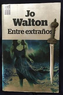 Portada del libro Entre extraños, de Jo Walton