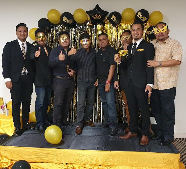 Majlis Dinner Sekolah Dengan Tema Black And Gold Masquerade Yang Sangat Meriah