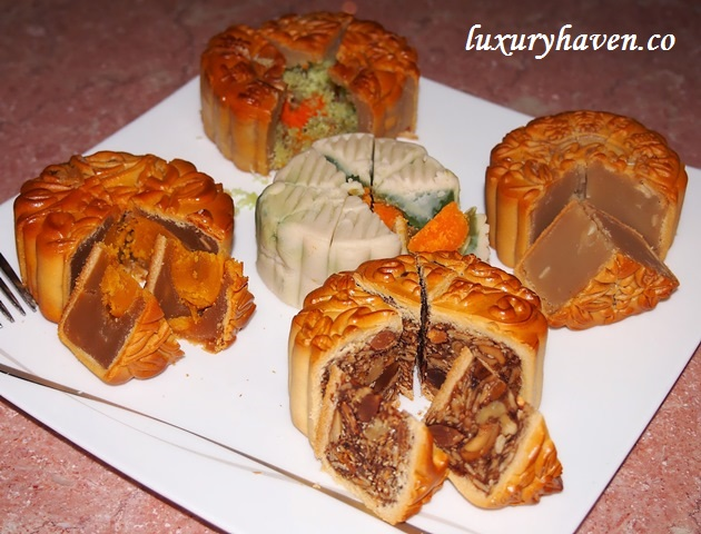 resorts world sentosa feng shui inn assorted mooncakes