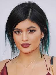 What is the height of Kylie Jenner?