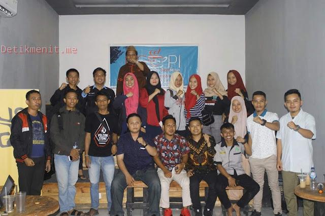 Foto Bersama Forum Pemuda Gorontalo Usai Kegiatan Ngobrol Perkara Indonesia (NGOPI) (19/09)