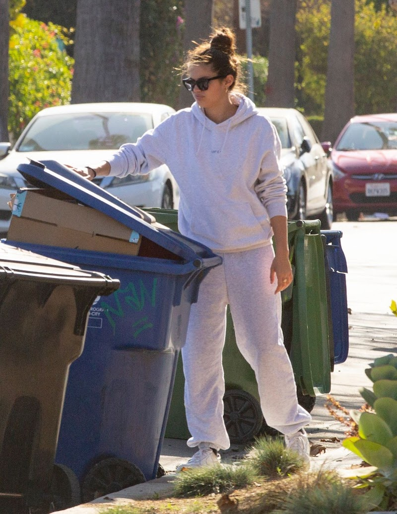 Sara Sampaio Cleaning Trash Outside Her Home in Los Angeles 10 Dec-2020