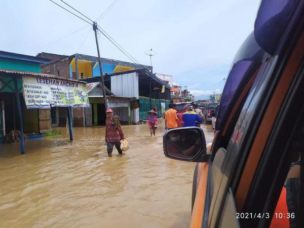 9.245 KK Terdampak Banjir Akibat Bendungan di 4 Kecamatan di Bima Meluap.lelemuku.com.jpg