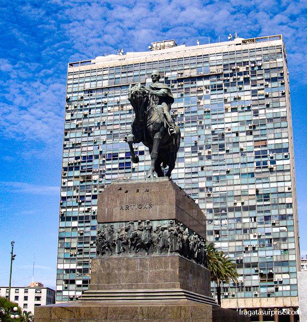 Monumento a José Artigas em Montevidéu