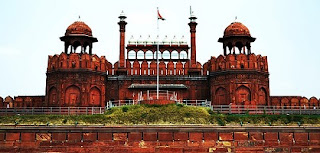 ESSAY ON RED FORT IN ENGLISH