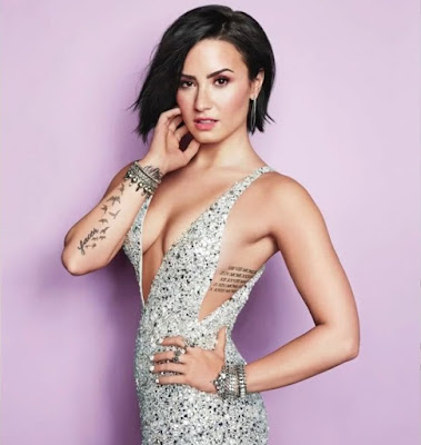 demi-lovato-likes-to-have-women-in-her-team