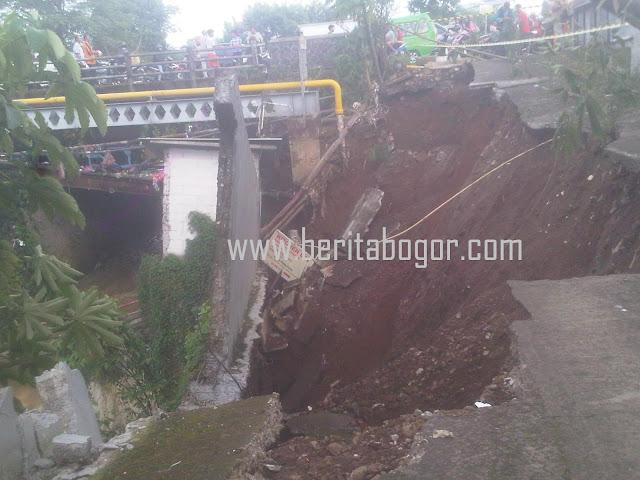 Warga Bogor Utara Terisolir Akibat Longsor