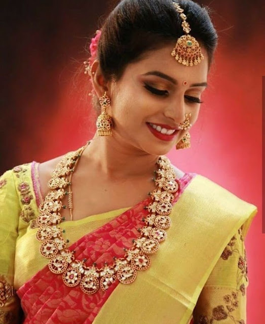 Bride in Kundan Bottu Mala