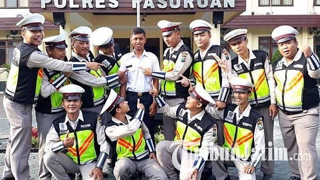 Begini Reaksi Pemuda Bernama Polisi ini Saat Pertama Kali Masuk Kerja di Mapolres Pasuruan