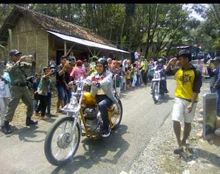 Foto Pak JOKOWI Naik Motor Chopper Custom Touring Ke Desa
