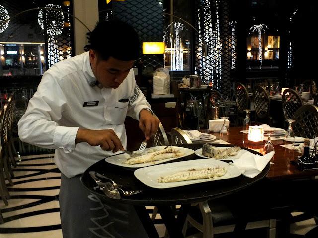 cenar en restaurante en Dubai