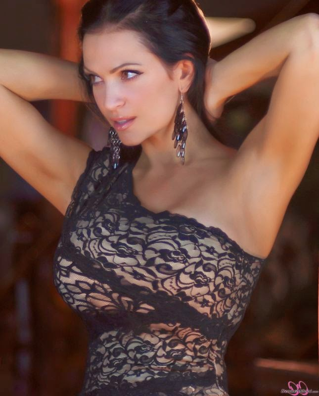 Latest Photoshoot 2014 WallpapersHot Denise Milani sexy model stills