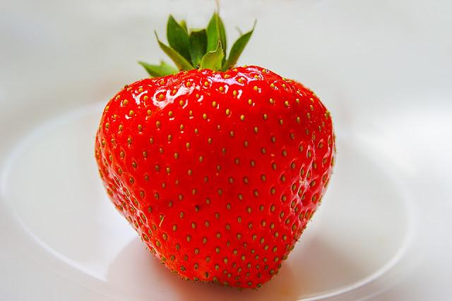 Memutihkan Gigi Dengan Strawberry Yuk Zehat