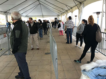 Waiting in line for COVID-19 vaccine at Soka University (Source: Palmia Observatory)
