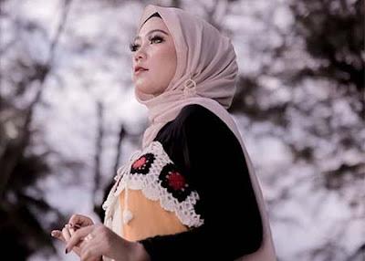 Fauzana Bawa Pakai Hijab