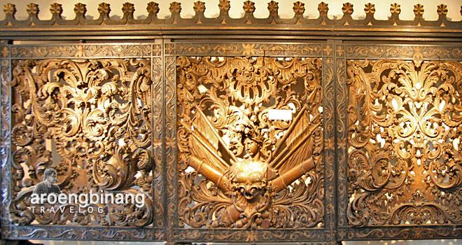 kayu ukir pemisah ruangan museum fatahillah jakarta