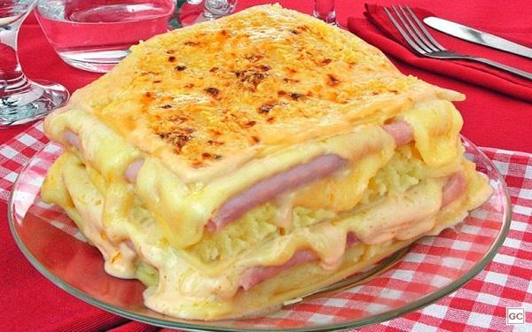 Receita de lasanha de batatas com molho branco (Imagem: Reprodução/Guia da Cozinha)