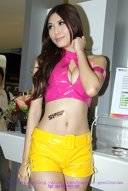 li xiao xing sexy yellow shorts 02
