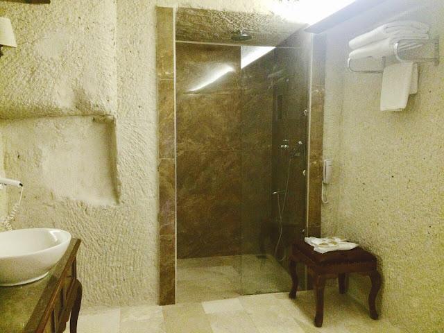 artemis cave suites