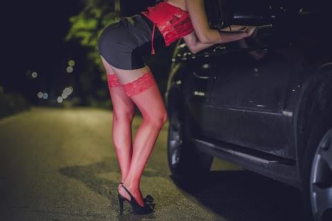 Külföldön futtattak prostituáltakat – Most a bűnszervezet negyedik tagjának kezén is kattant a bilincs, ez várhat rá!