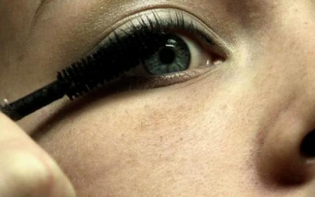 Странни правила! Глобяват салоните за красота! Вижте защо