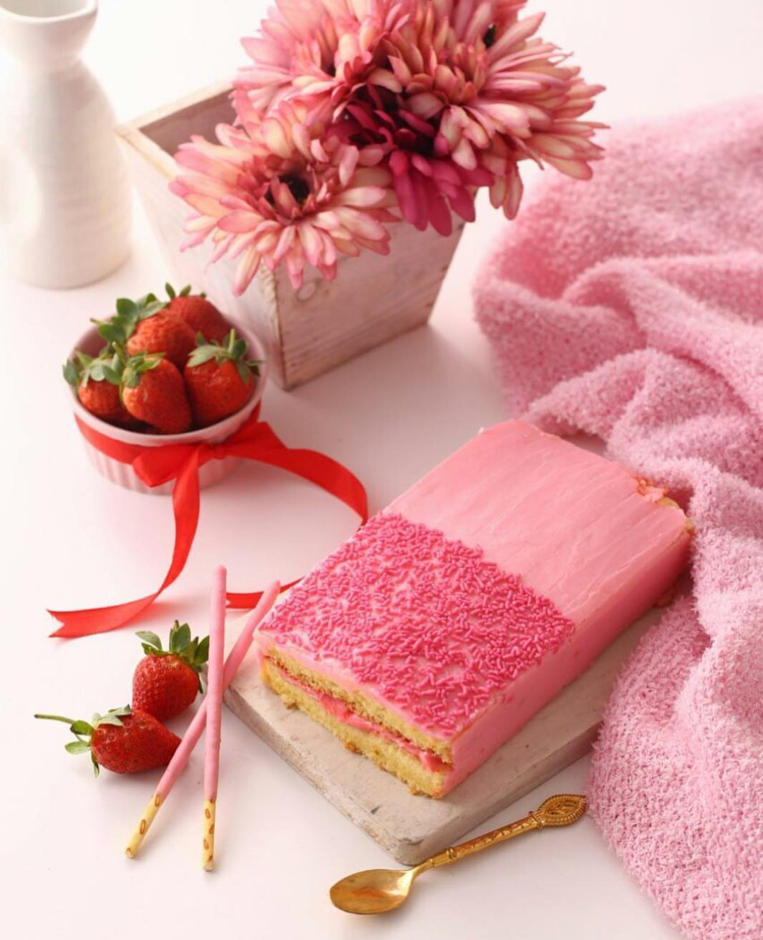 cakekinian-pocky-strawberry