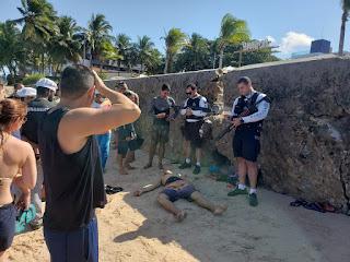 Tiros e correria em praia da Capital; homem é baleado; veja vídeos