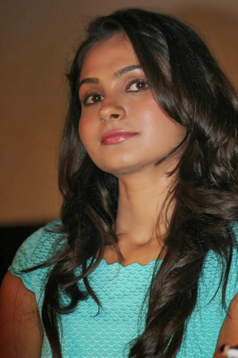 Andrea For Genesis Young Teen Julie: : Andrea Jeremiah Hot Photos In Short
