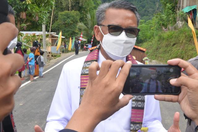 Nurdin Abdullah Janji Tuntaskan Jalan 6 Kilometer di Desa Botolempangan Sinjai Barat Tahun Ini