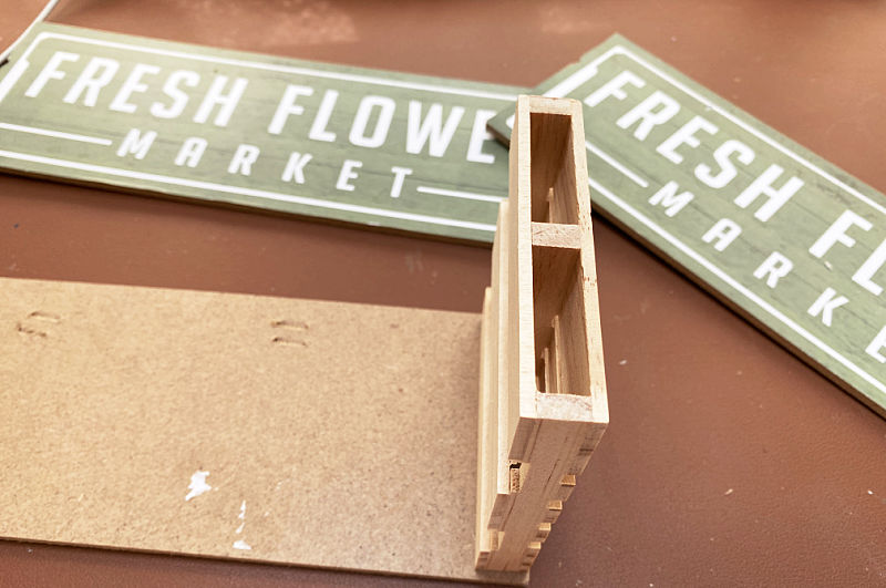 dollar store signs and mini pallets