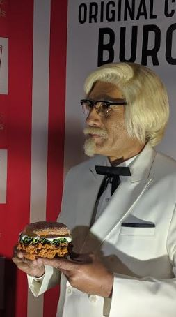 MADAME TUSSAUDS DELHI UNVEILS THE KFC'S ZINGER AKA 'THE ORIGINAL CELEBRITY BURGER'