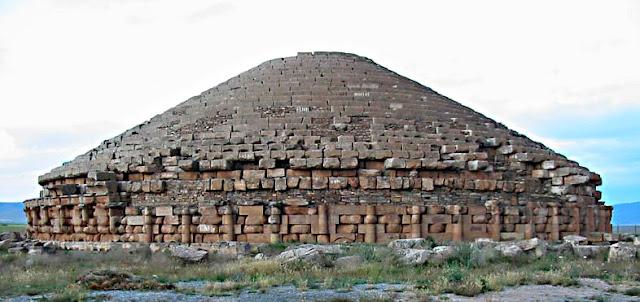 """""""ضريح إيمدغاسن""""... أحد أهم المعالم الأمازيغية في شمال إفريقيا"""
