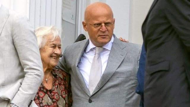اصوات تطالب بإقالة وزير العدل الهولندي بعد نشر صور من حفل زفافه