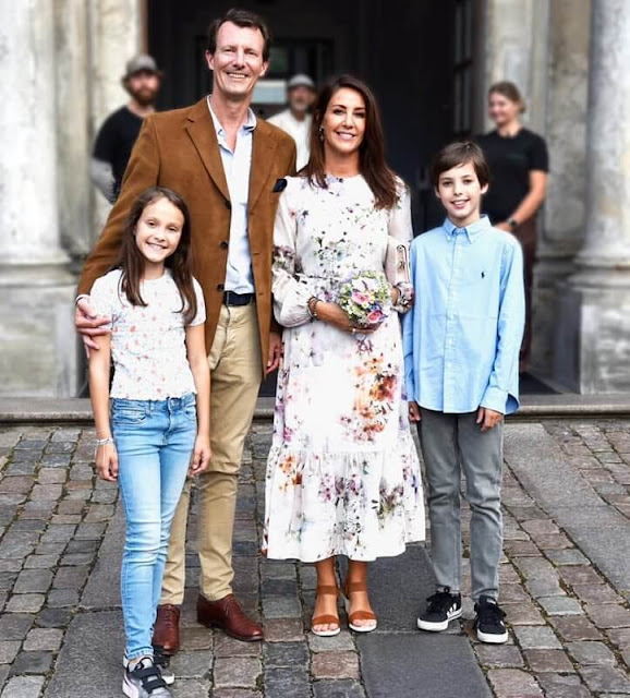 Princess Marie wore a new peplum midi dress from Ted Baker and Ann Tuil Carla sandals. Prince Henrik and Princess Athena