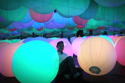 Light Ball Room karya teamLab Future Park Jakarta